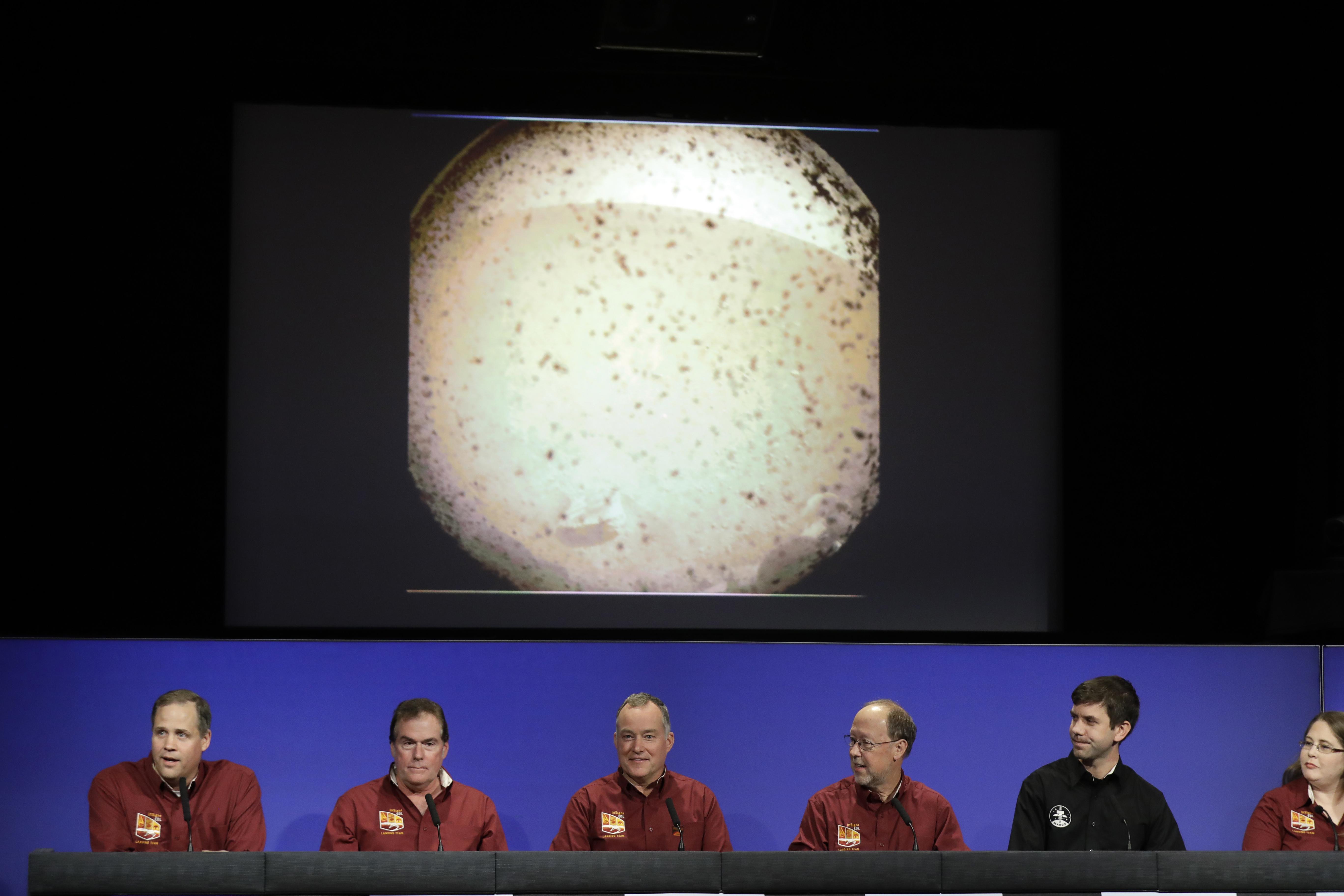 Mars Touchdown Nasa Spacecraft Survives Supersonic Plunge Dont Infrared Video Of A Hovering Lander From Left Officials Jim Bridenstine Michael Watkins Tom Hoffman Bruce Banerdt