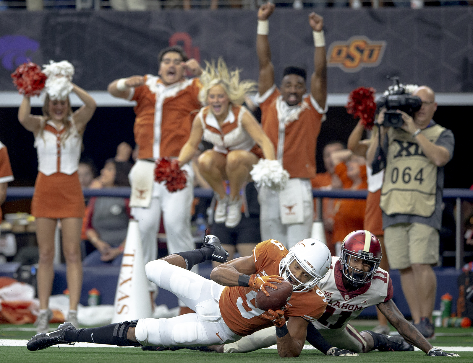Texas wide receiver Collin Johnson (9) gets his hands on a pass but can't secure the ball for a touchdown during the Big 12 Conference championship NCAA college football game against Oklahoma in Arlington, Texas, on Saturday, Dec. 1, 2018. (Nick Wagner/Austin American-Statesman via AP)